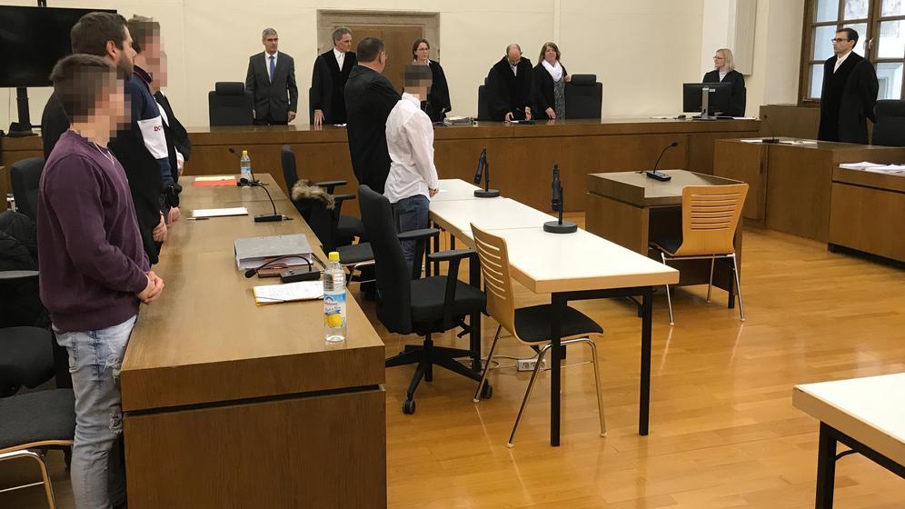 Die vier Angeklagten: Der Prozess in Passau hatte gut zwei Monate gedauert | Bild:BR/Katharina Häringer