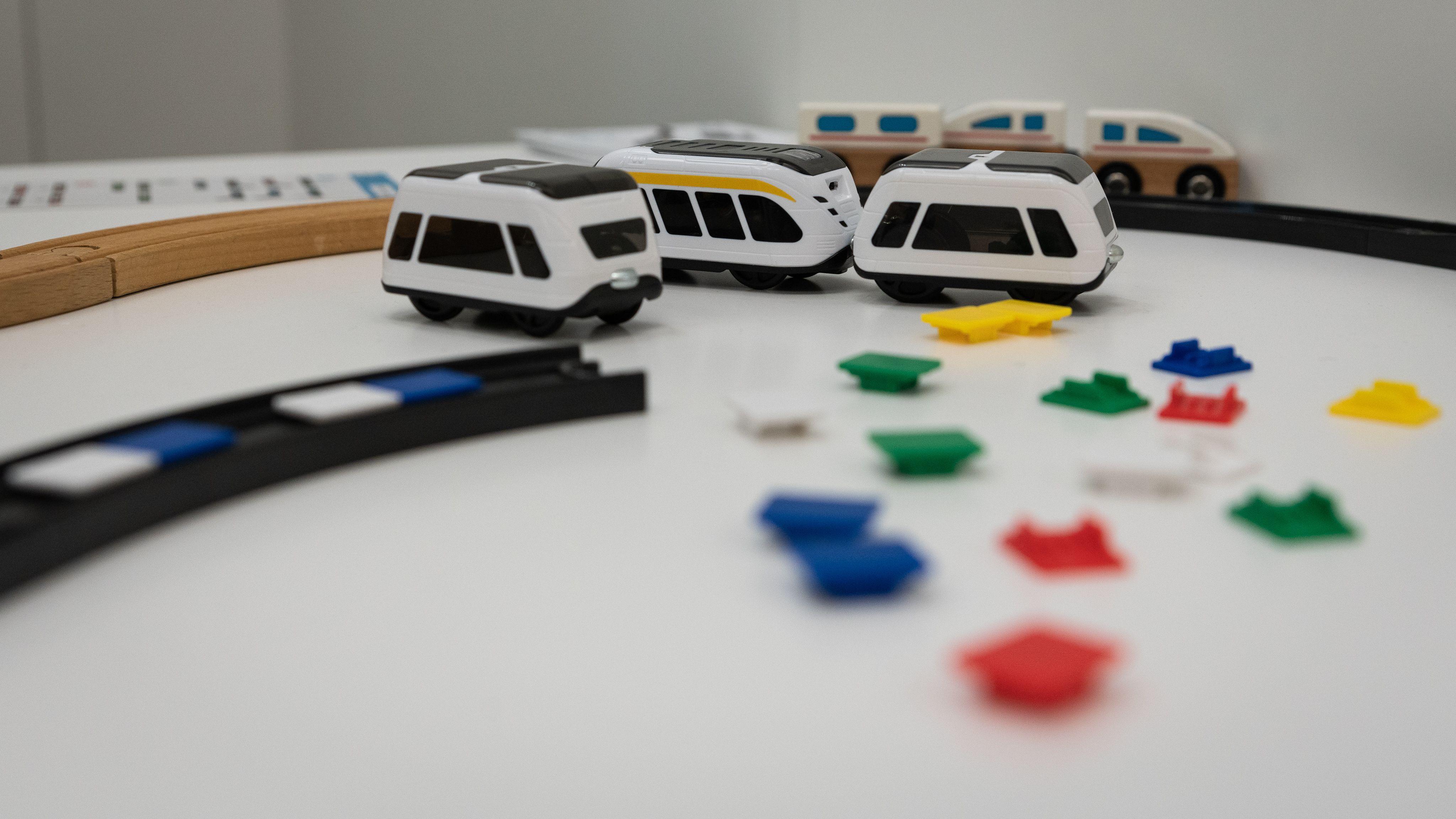 Diese Züge sind smart und können von Kindern programmiert werden