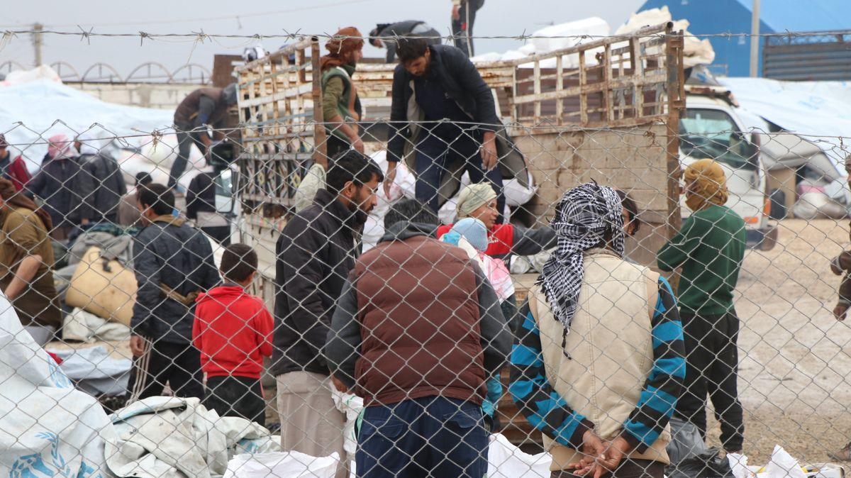 Menschen in einem Flüchtlingslager in Syrien