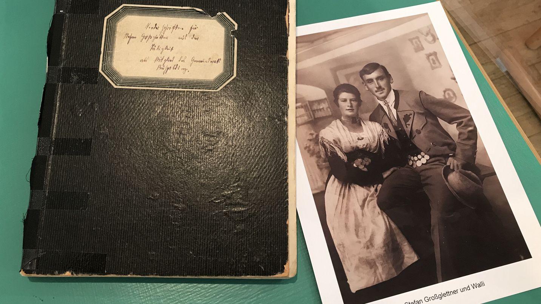 Das Tagebuch und ein Foto von Stefan Großglettner