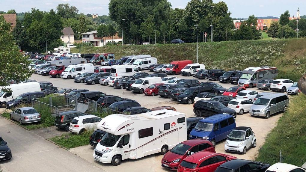 """Voller Parkplatz """"Unterer Wöhrd"""" in Regensburg"""