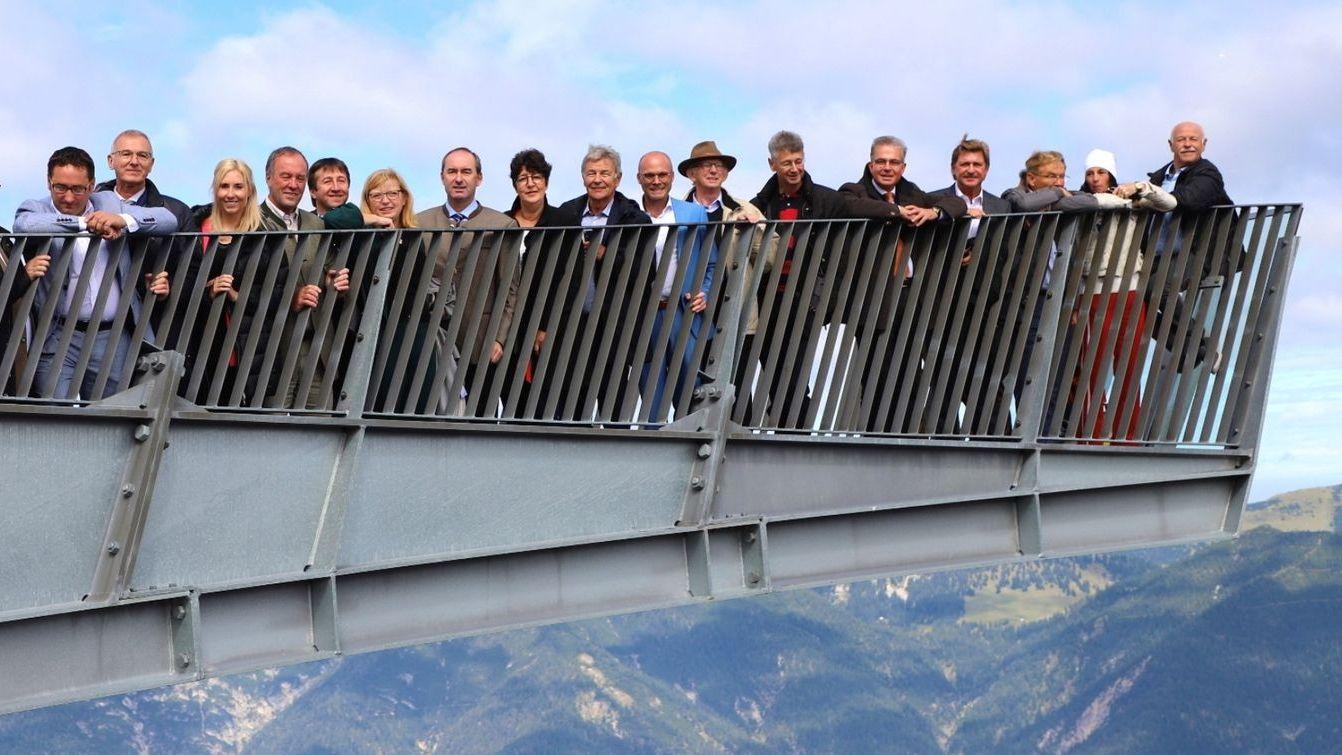 Freie Wähler in Garmisch-Partenkirchen auf der Aussichtsplattform Alpspix