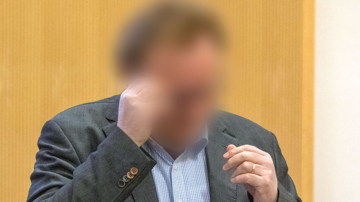 Der angeklagte Unternehmer vor Gericht in Regensburg