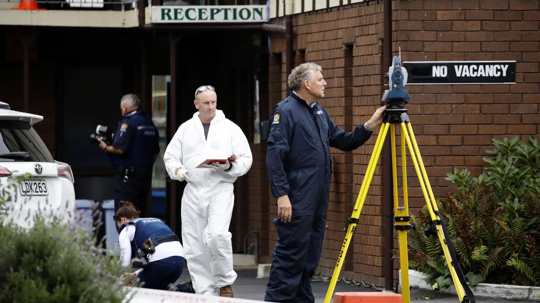 Die Polizei sichert weiterhin Spuren. Hier:  In einer Pension in der Nähe der Al Noor Moschee.