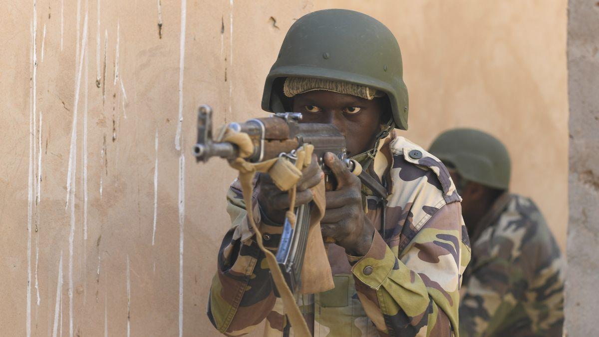 Archivbild: Soldaten der nigrischen Streitkräfte während eines Taktik- und Operationstrainings für kleine Einheiten.