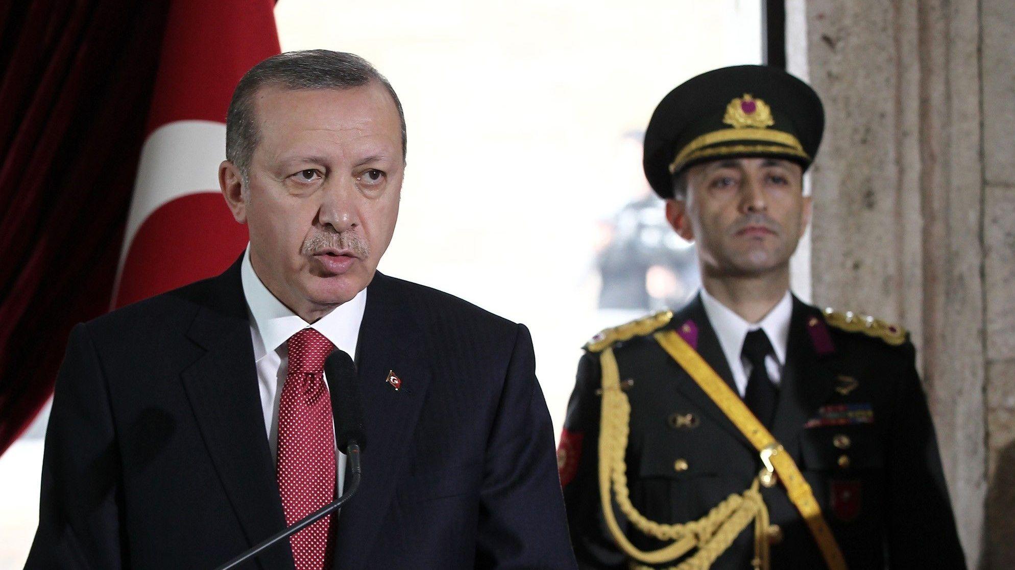 Recep Tayyip Erdogan (l.)