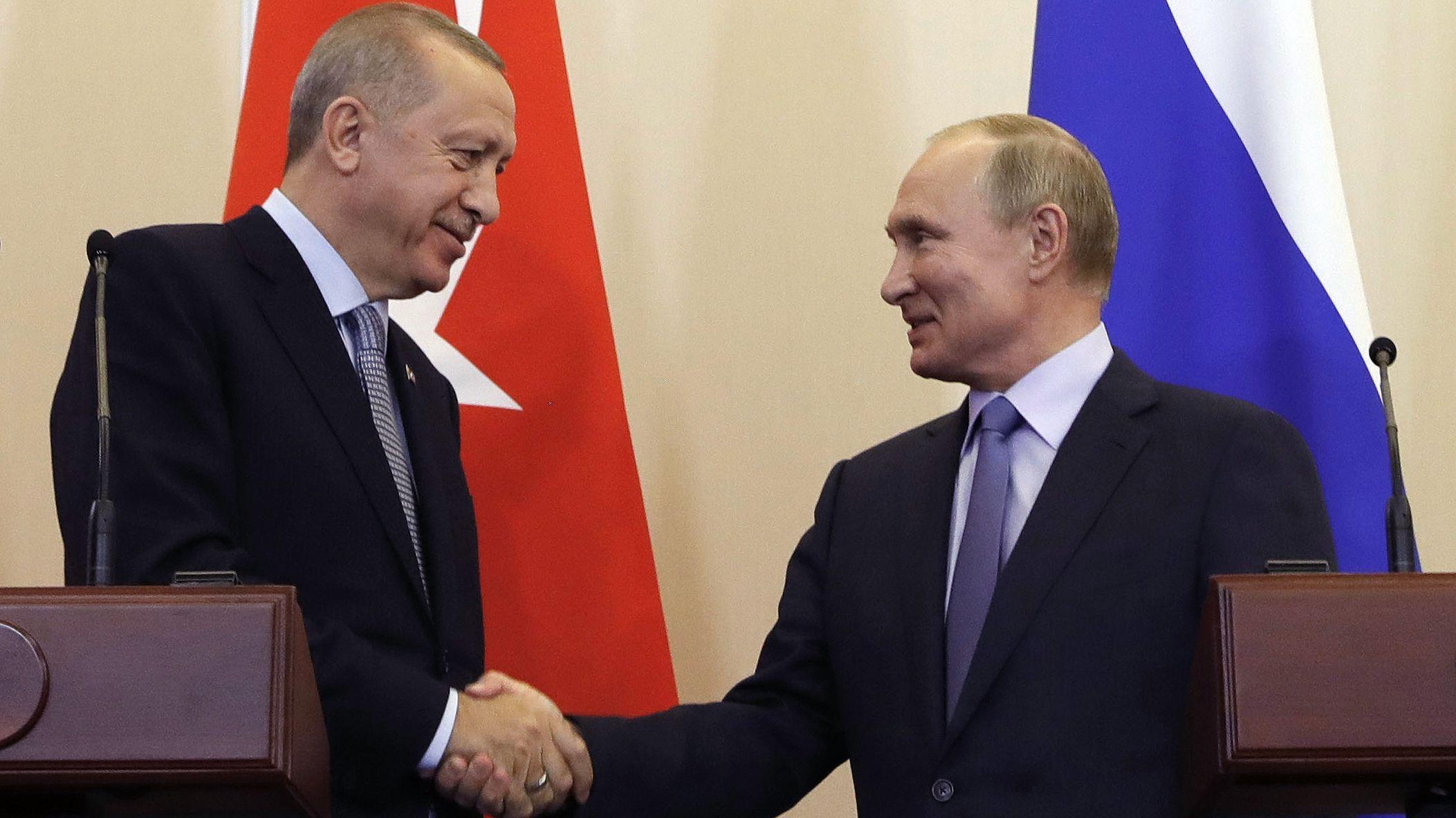 Recep Tayyip Erdogan, Präsident der Türkei (l.) und Wladimir Putin (r.) bei einer Konferenz im vergangenen Oktober.