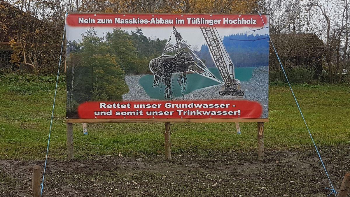 Protest-Plakat gegen den von der Haba-Beton beantragten Nasskiesabbau in Tüßling