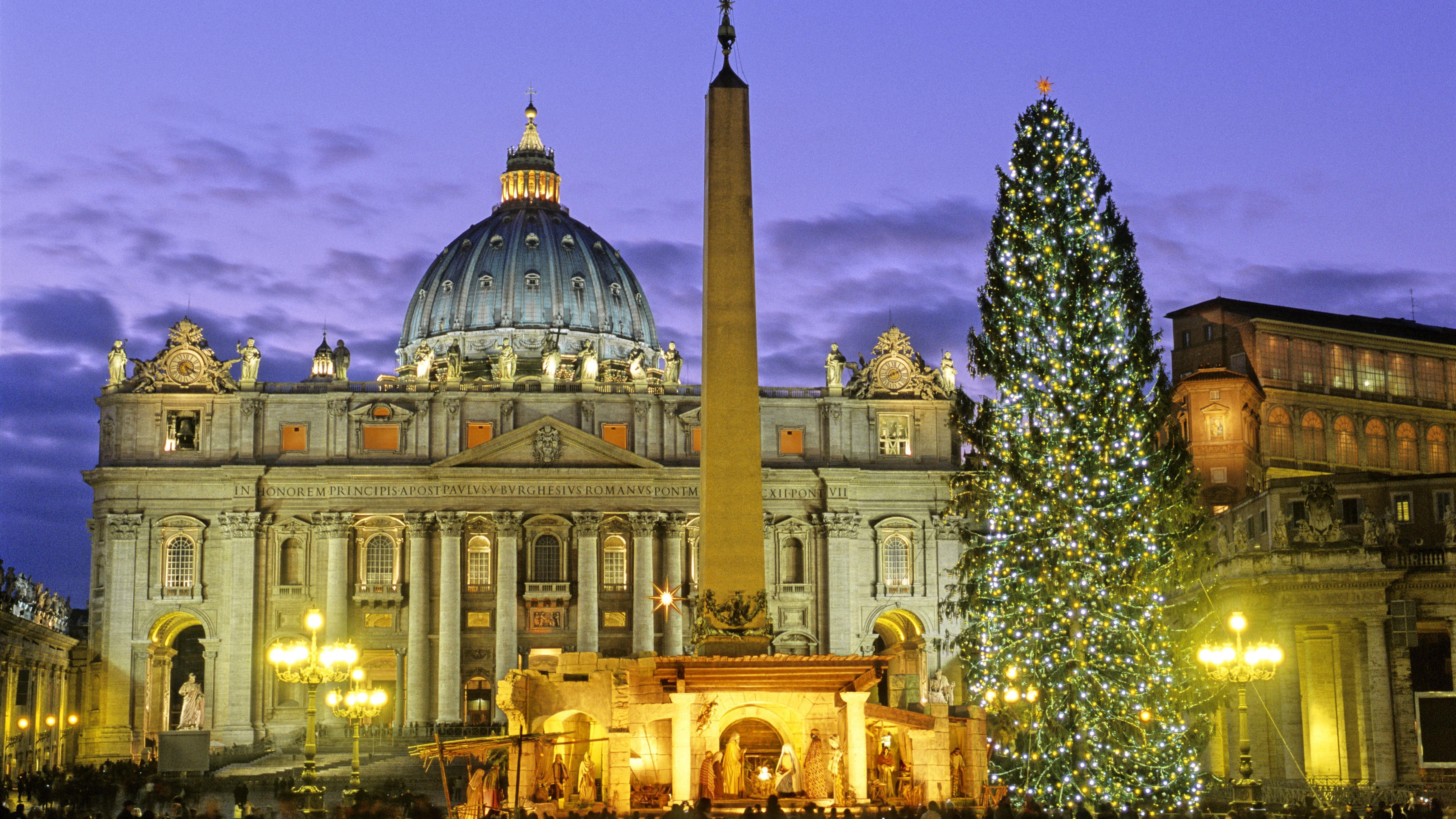 Petersdom in Rom vor Weihnachten