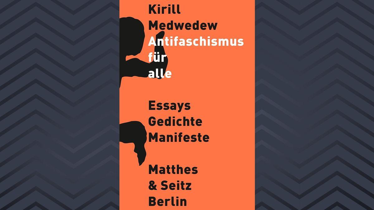 Auf einem orangenem Buchcover ist in schwarzer und weißer Schrift Titel und Autor zu lesen.