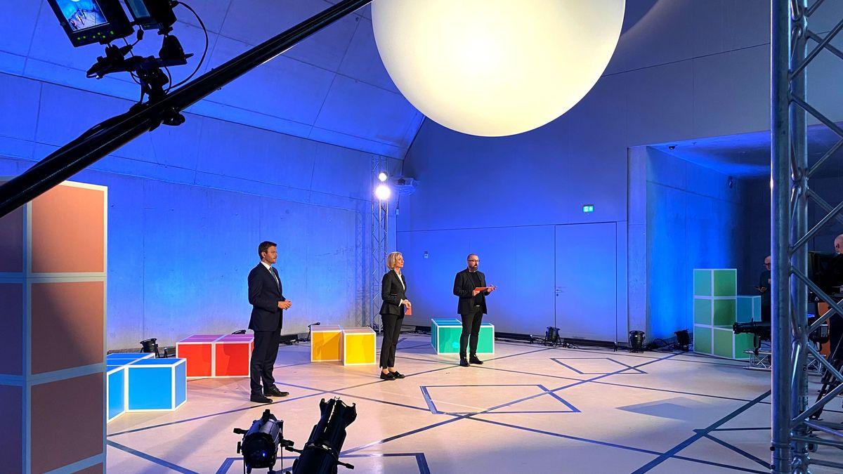 Oberbürgermeister Marcus König, Kulturbürgermeisterin Julia Lehner und der Leiter des Bewerbungsbüros, Hans-Joachim Wagner stellen sich der Kulturhauptstadt-Jury.
