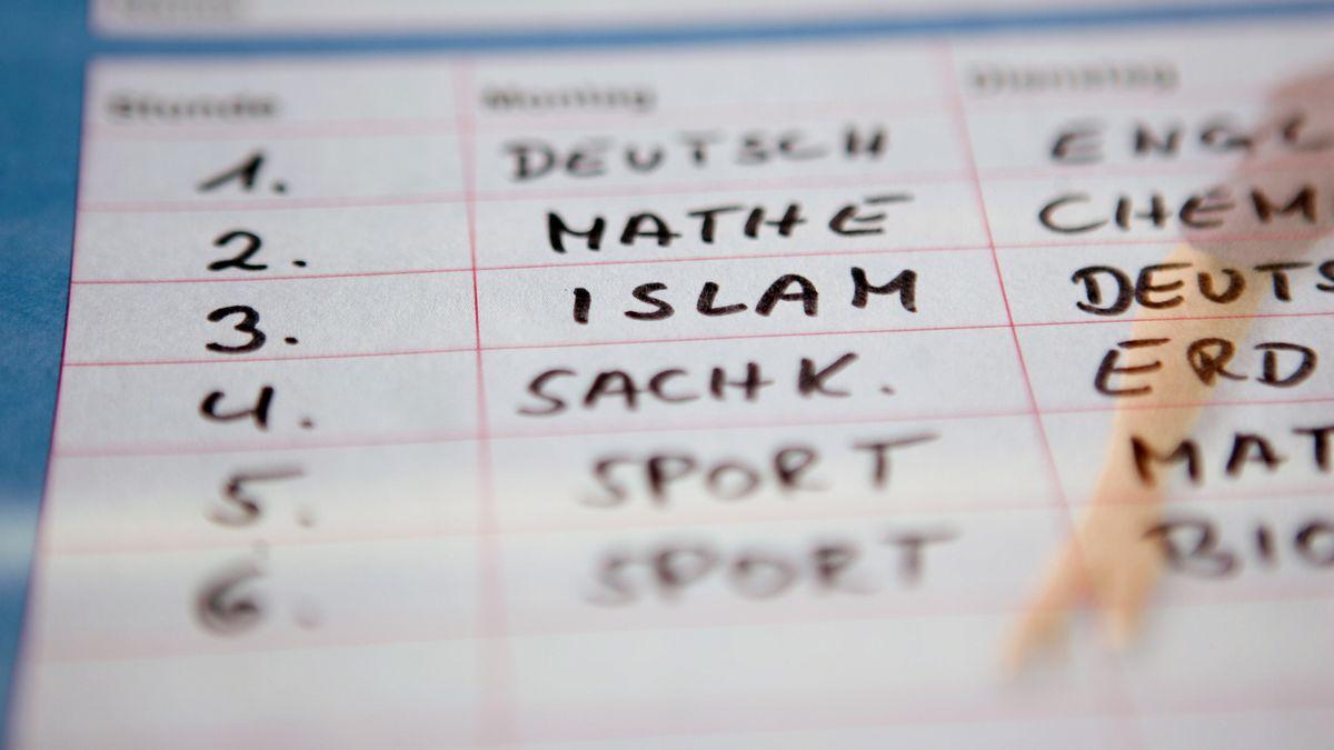 Stundenplan, in dem neben Mathe und Deutsch auch der Islam als Fach steht.