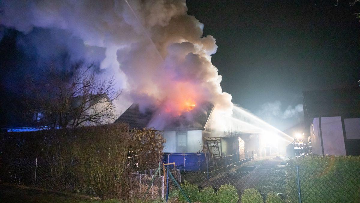 Qualmendes und brennendes Haus