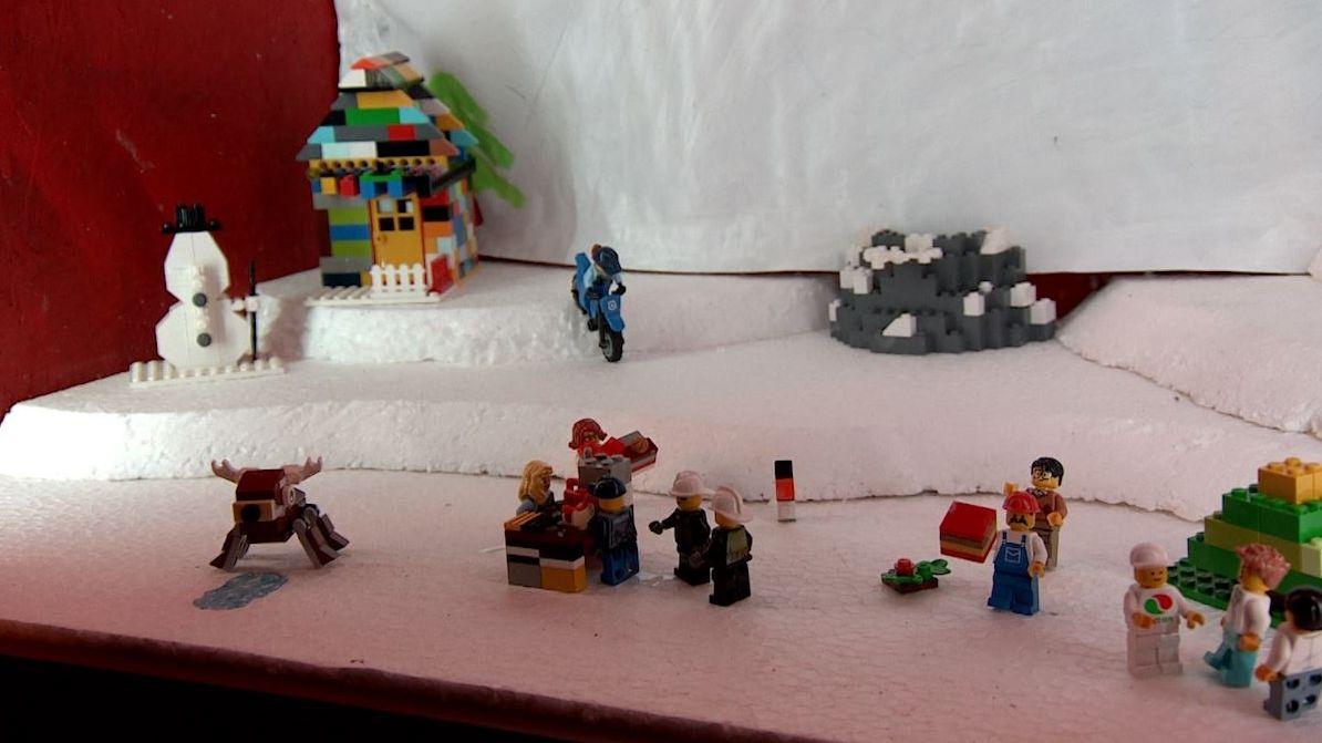 Legosteine im Fenster