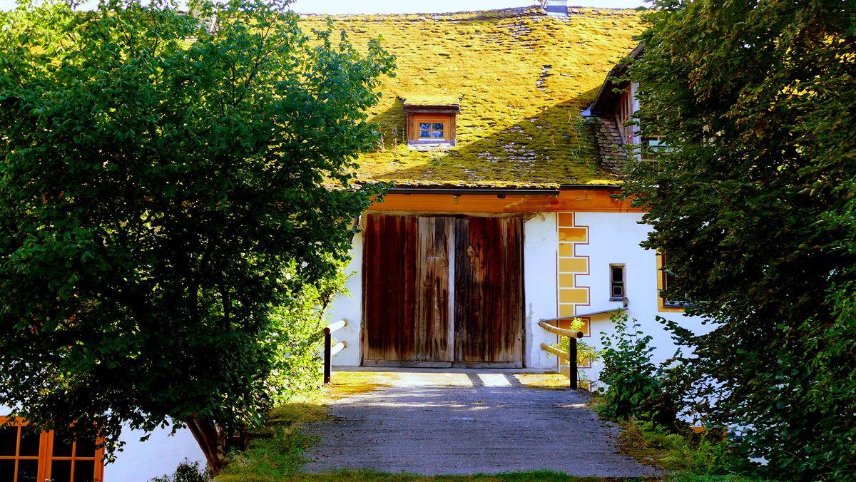 Die alte Stall-Auffahrt im Innenhof.