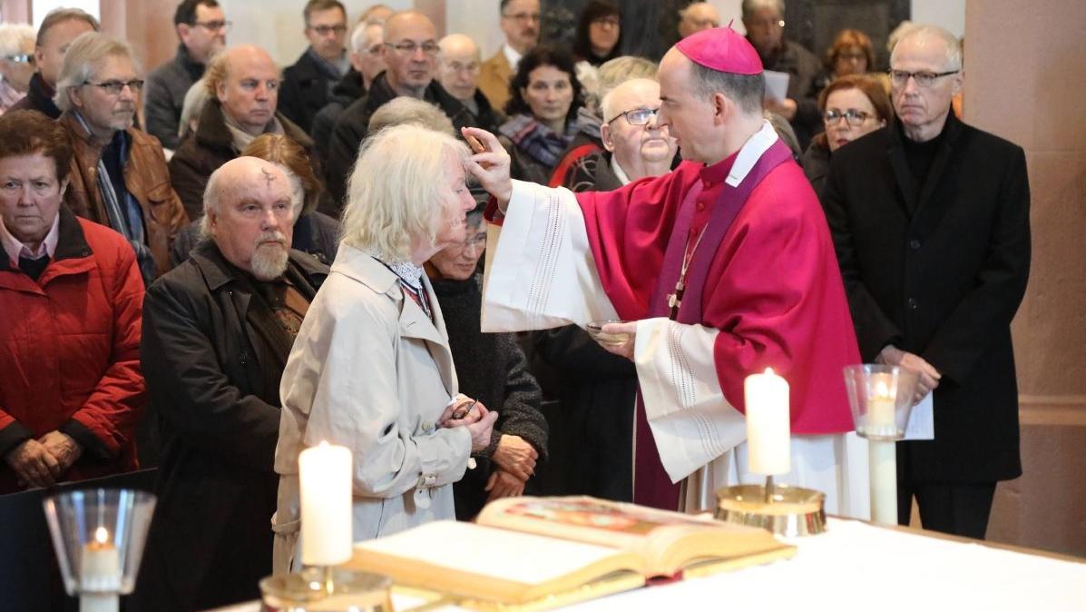 """Bischof Franz Jung beim """"Aschermittwoch der Künstler"""""""