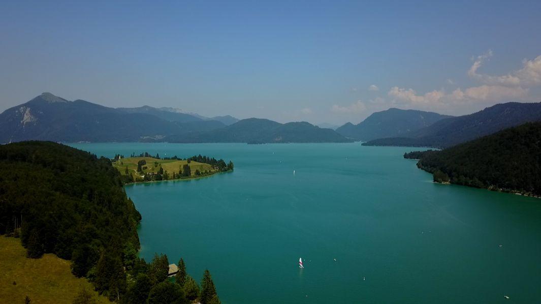 Als ursprünglich natürlicher See dient der Walchensee seit 1924 als Wasserspeicher.