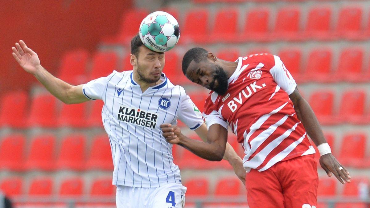 Spielszene Würzburger Kickers - Karlsruher SC