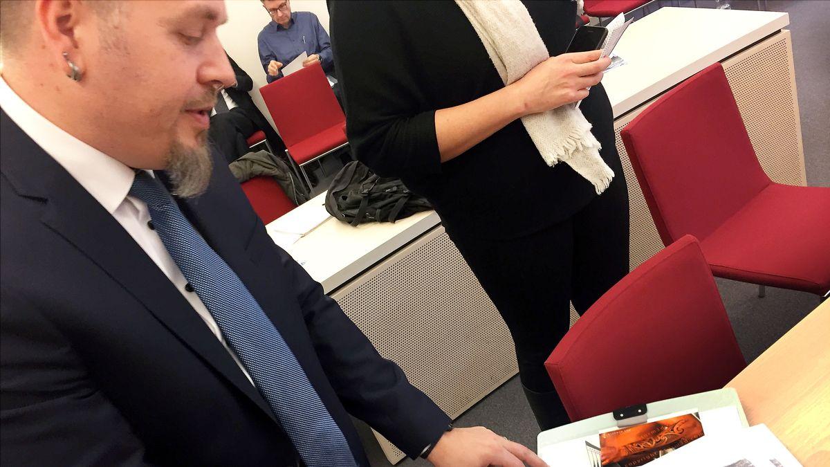 November 2018: Polizist bei der Verhandlung am Bayerischen Verwaltungsgerichthof