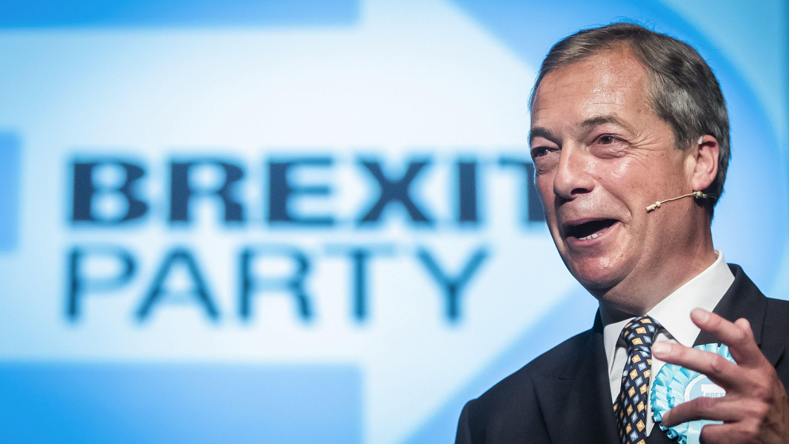 Archivbild: Nigel Farage, Parteiführer der Brexit-Partei, spricht bei einer Wahlkampfveranstaltung im Broadway Theater.