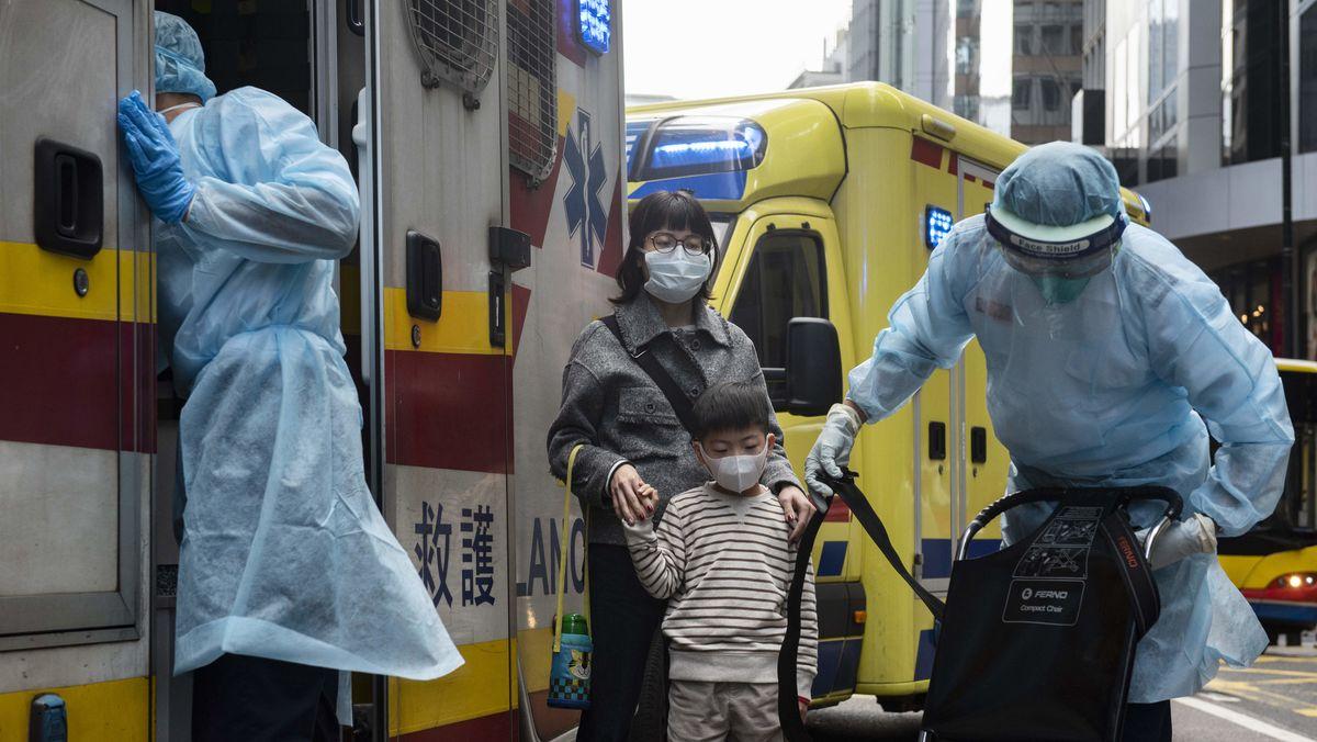 Auch in Hongkong haben sich die ersten Menschen mit dem Coronavirus infiziert. China sperrt nun Städte, um die Ausbreitung zu verhindern.