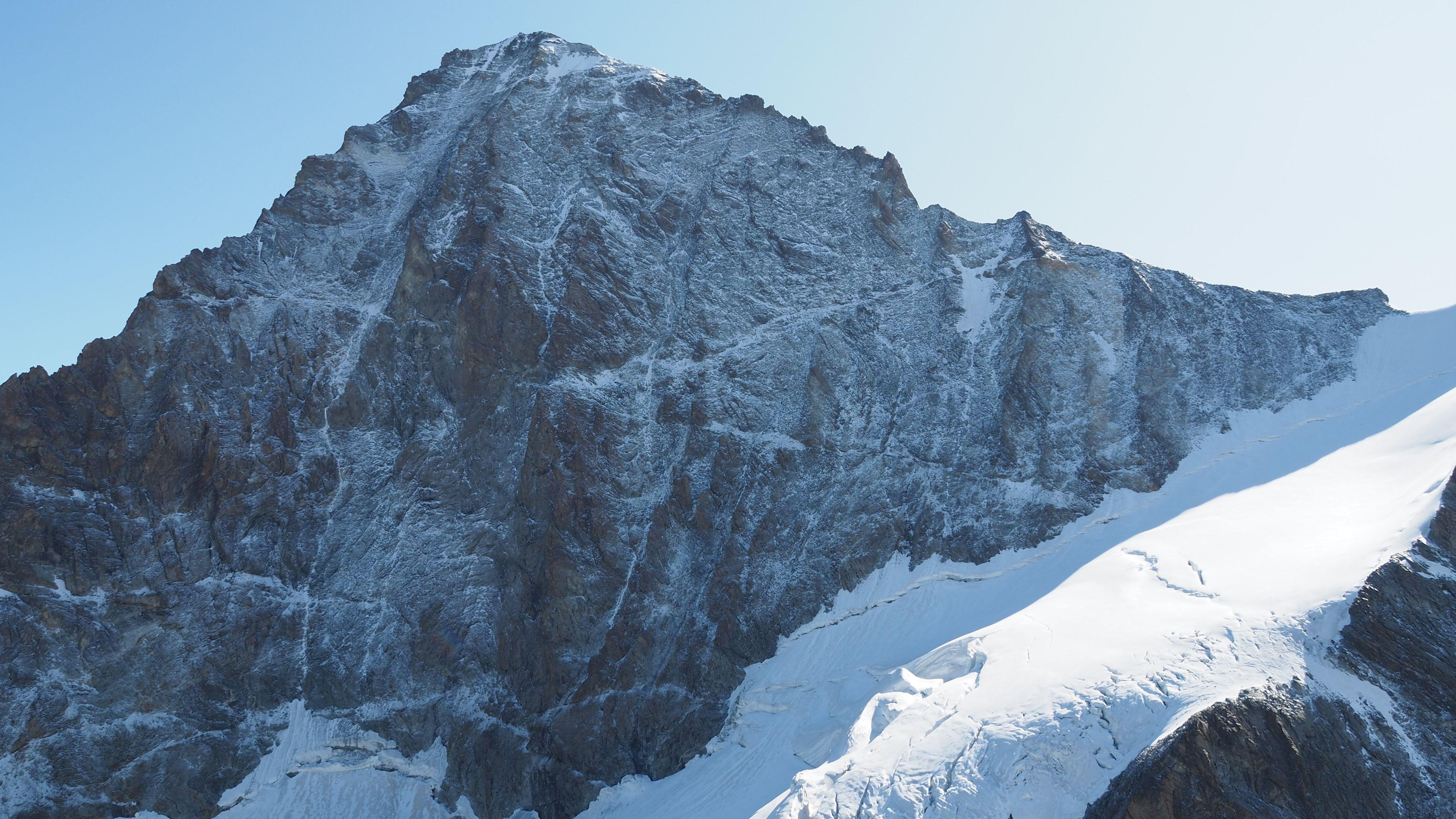 Am Samstag ereignete sich am Dent Blanche, in den Schweizer Alpen, ein tödlicher Bergunfall. Zwei Deutsche kamen ums Leben.