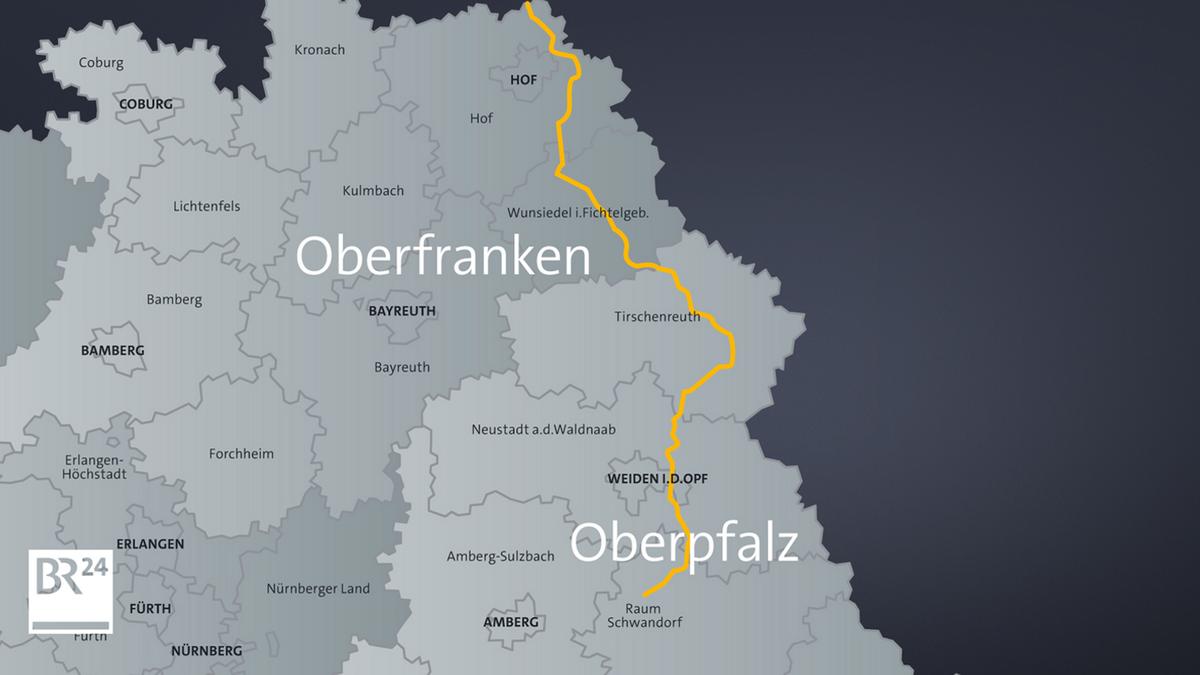 Eine Landkarte zeigt eine gelbe Linie, die den künftigen Verlauf der Stromtrasse Südostlink zeigen soll.