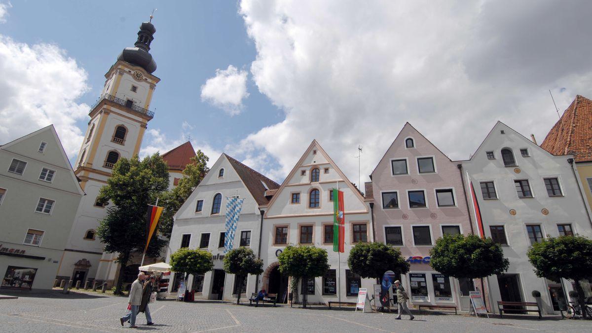 Blick auf den Stadtplatz in Weiden in der Oberpfalz.