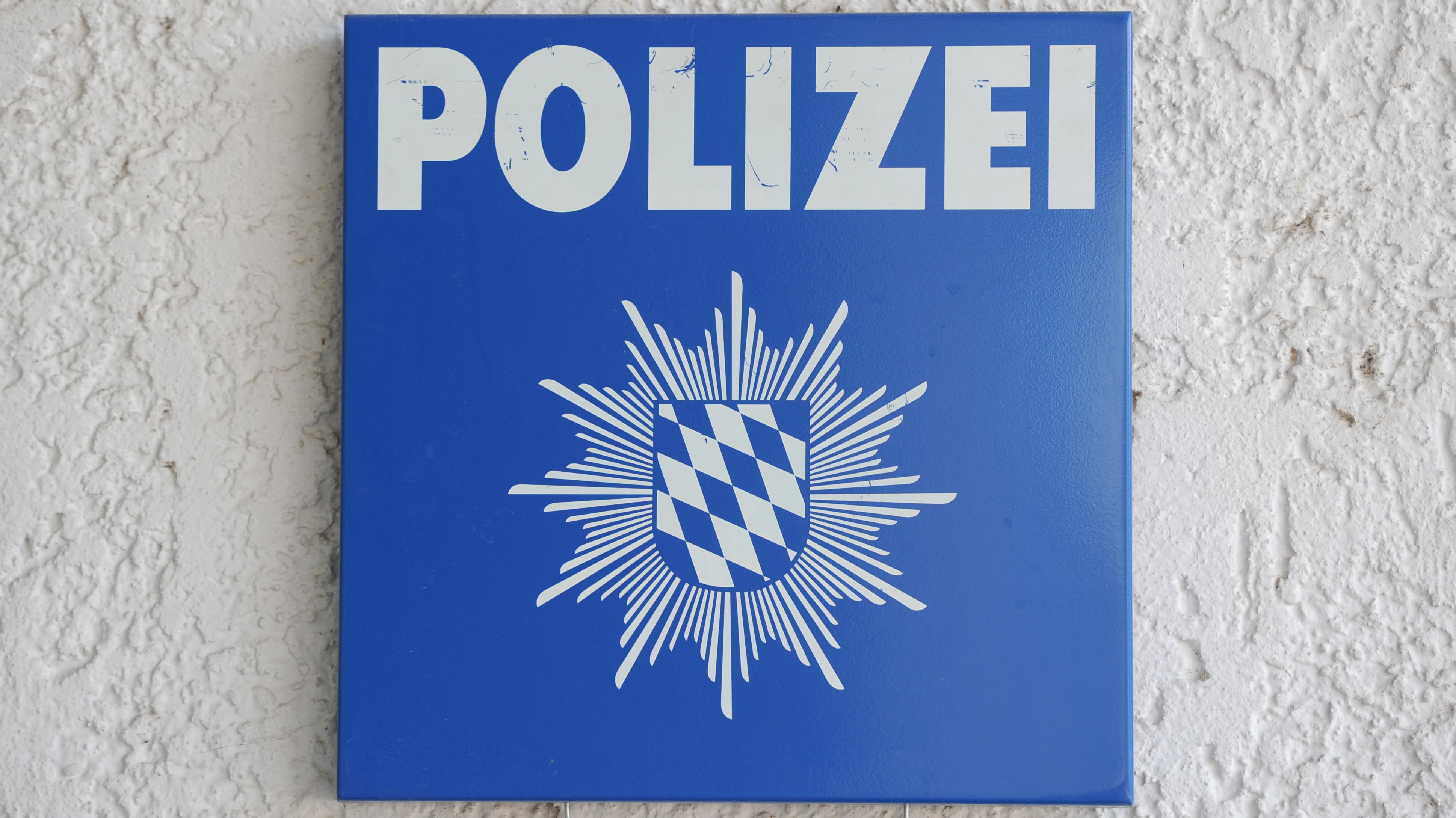 Schild einer Polizeiwache