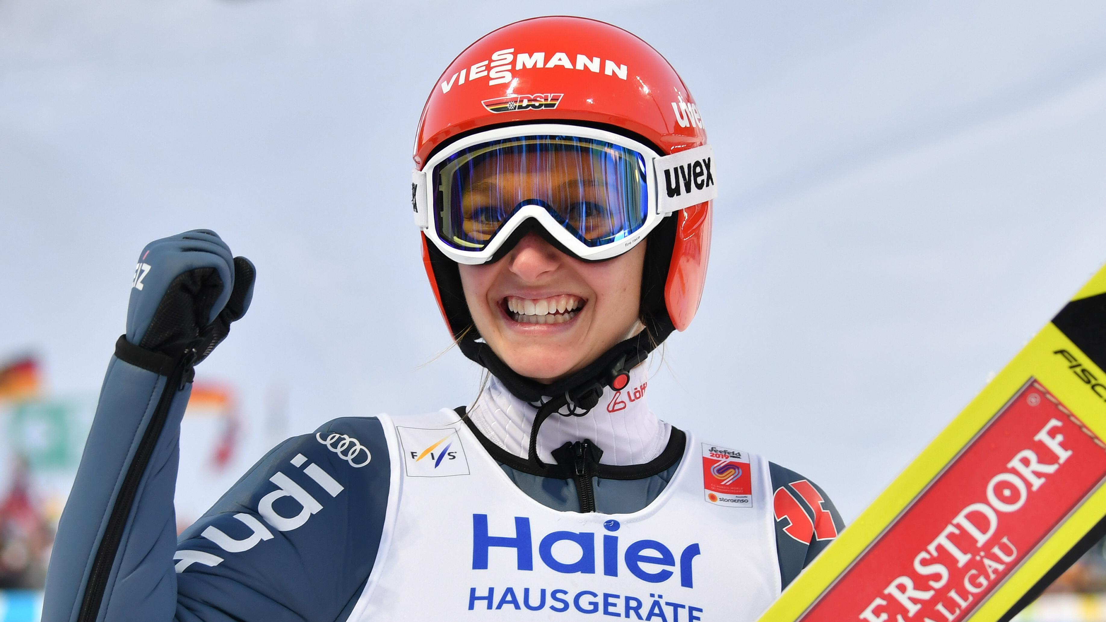 Die Oberstdorfer Skispringerin Katharina Althaus kehrt erfolgreich von der Ski-WM in Seefeld zurück.