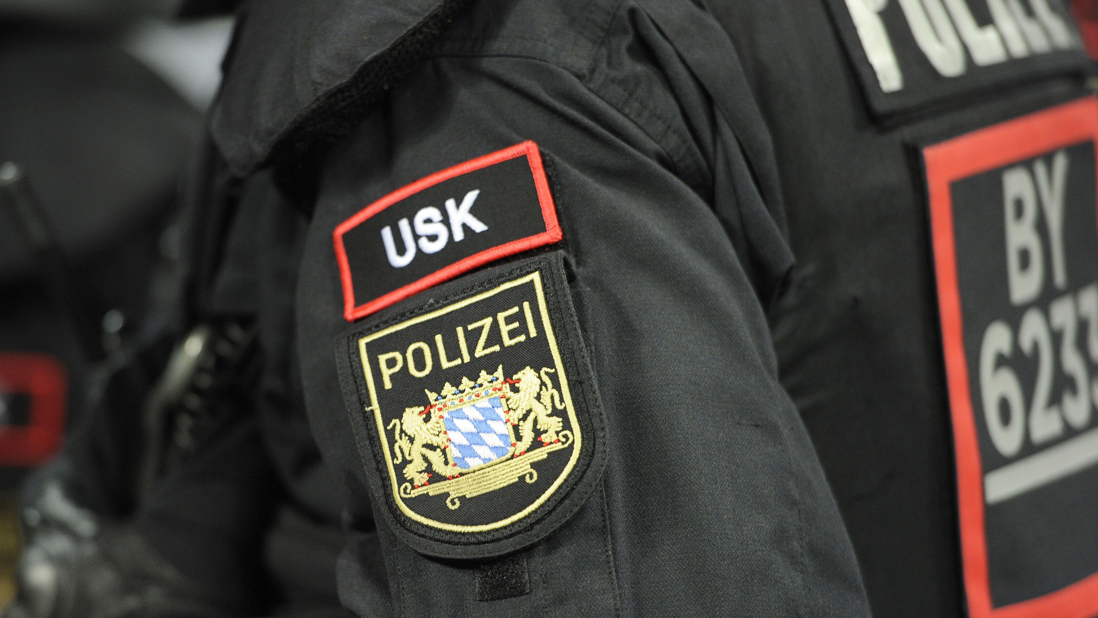 Ein USK-Beamter (Unterstützungskommando) der Münchner Polizei in der Allianz Arena.