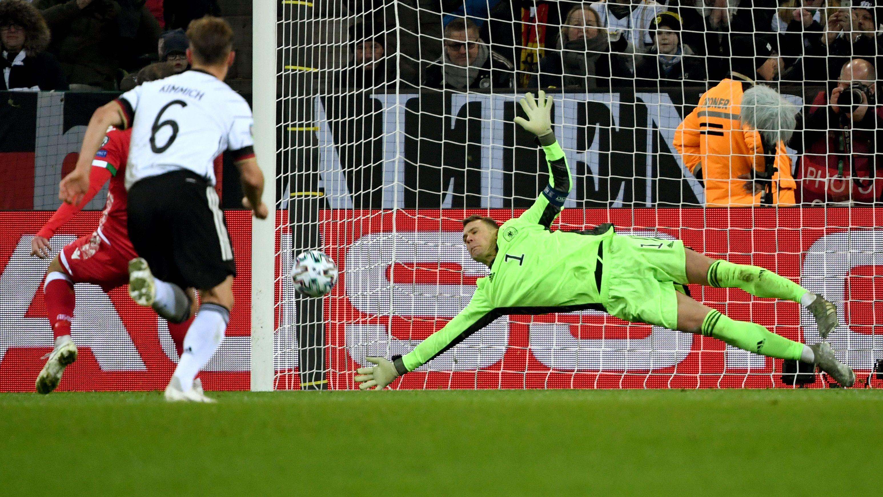 Deutschland-Weißrussland: Manuel Neuer hält Foulelfmeter