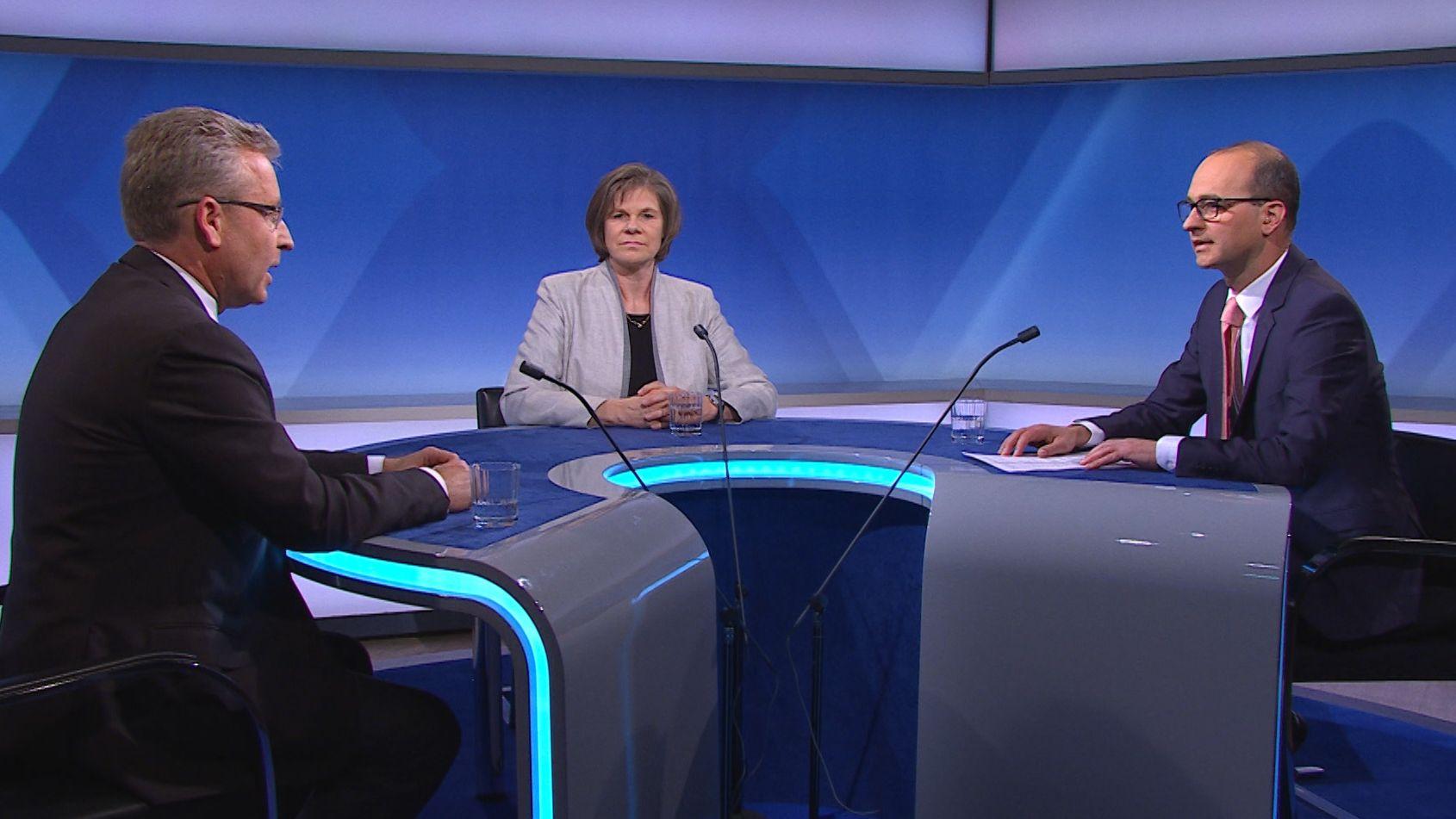 Die Virologen Oliver T. Keppler (links) und Ulrike Protzer (Mitte) im Gespräch mit BR-Chefredakteur Christian Nitsche.