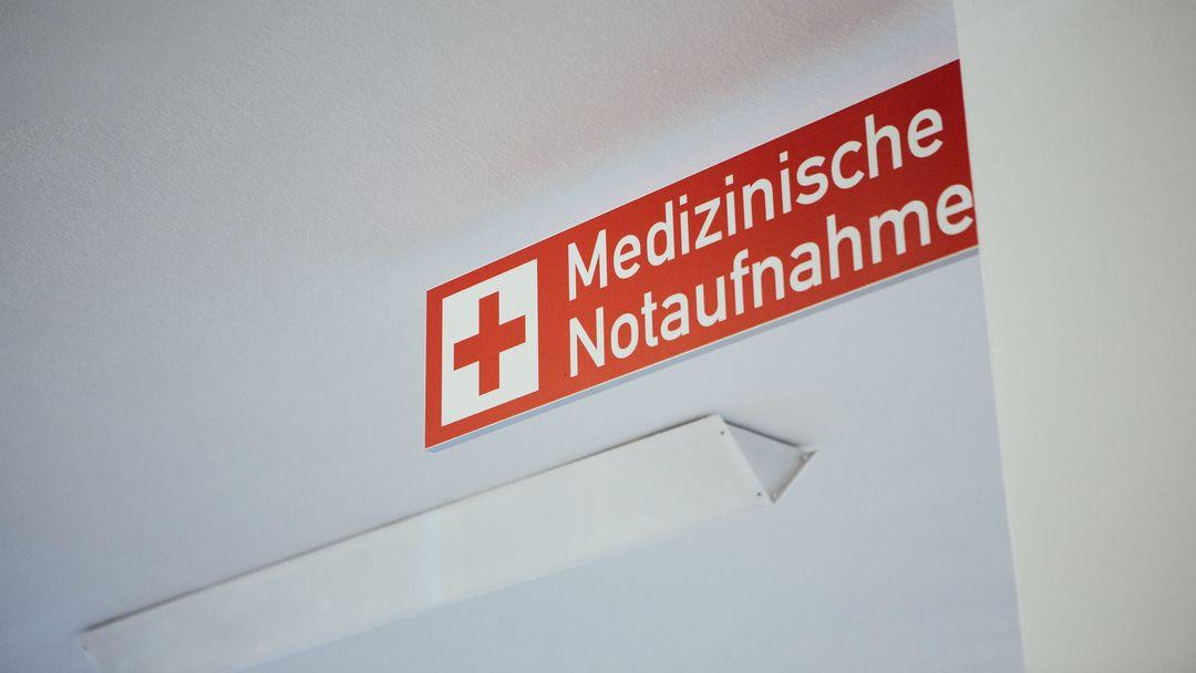 Das Schild einer Medizinischen Notaufnahme.