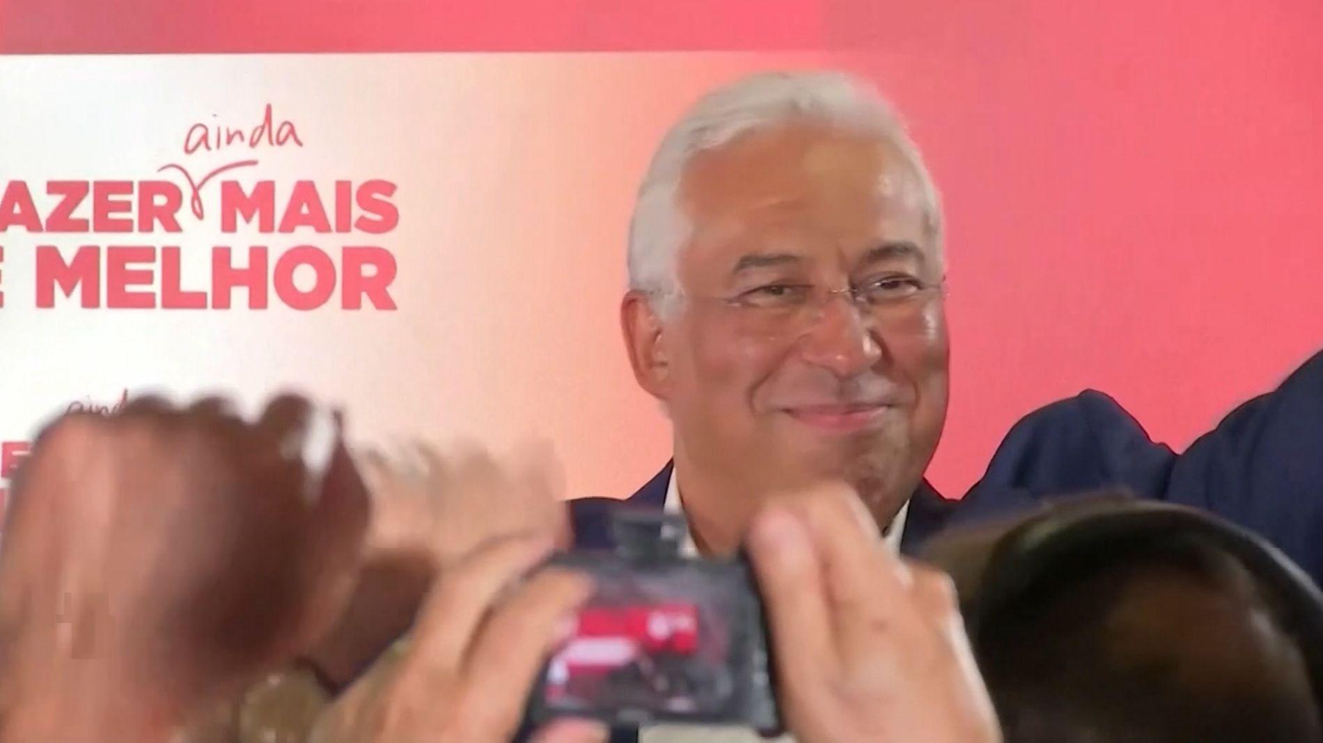 Antonio Costa, Ministerpräsident von Portugal und Kandidat der Sozialistischen Partei, jubelt nach seinem Wahlsieg.
