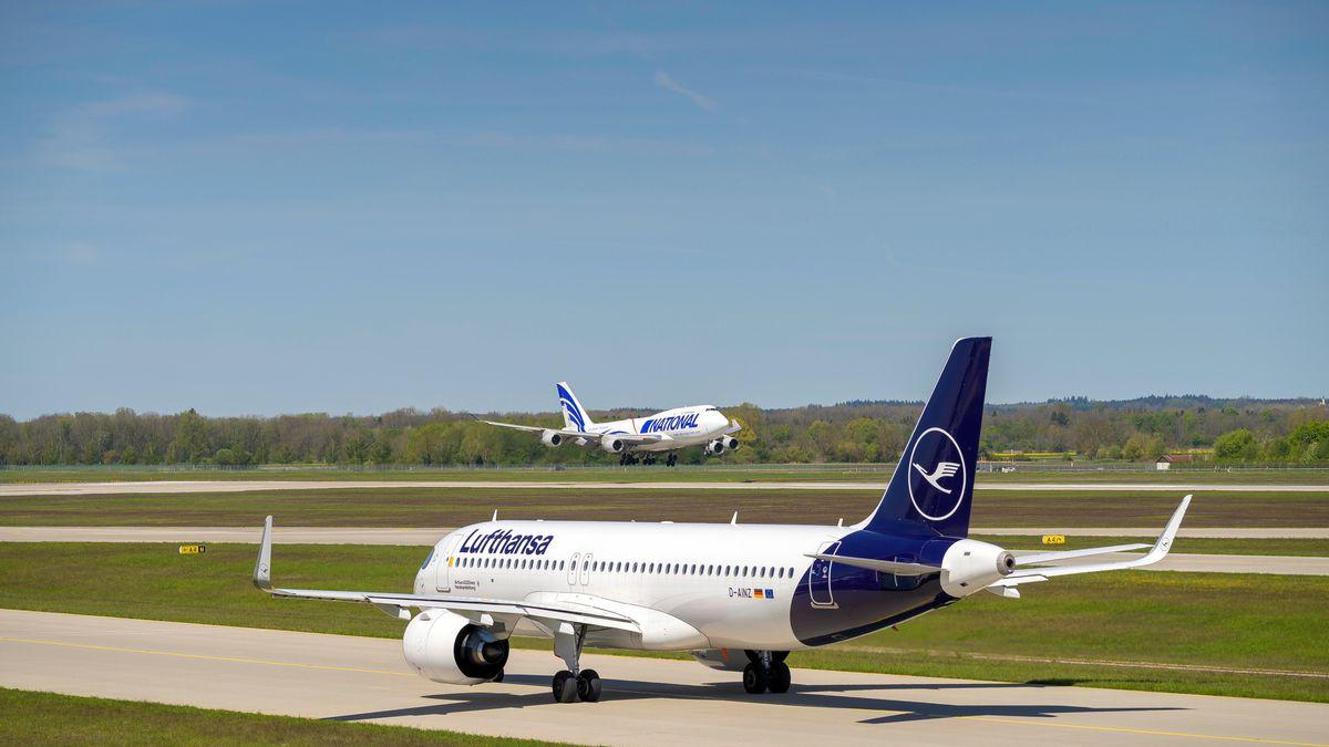 Flughafen München im Mai 2021: Flieger an der Startbahn.