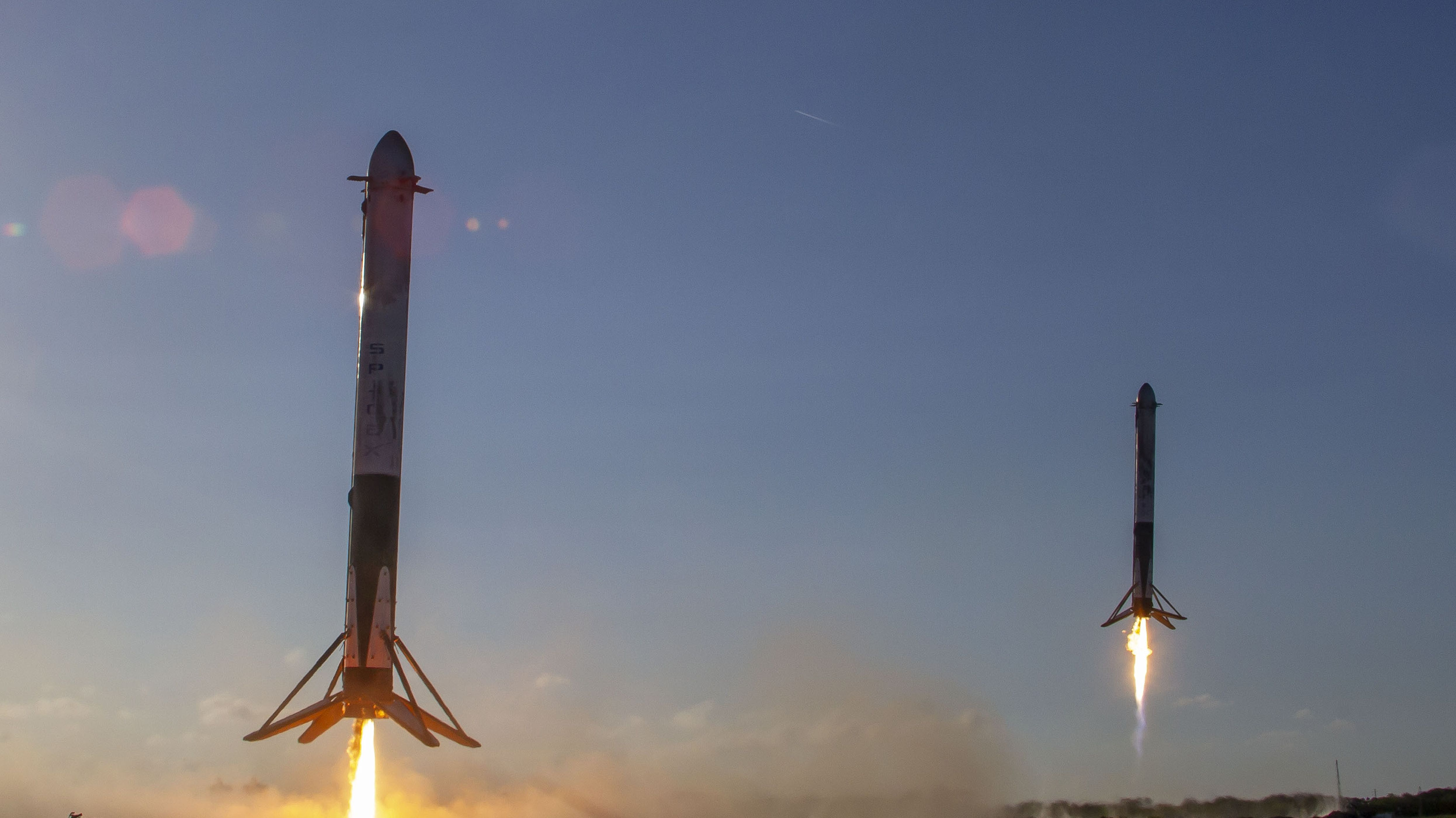 SpaceX-Raketen bei der Landung.