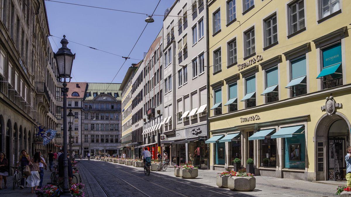 In dieser Straße in München hat die Polizei eine Arztpraxis durchsucht