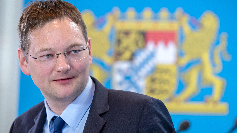 Hans Reichhart (CSU) bei einer Pressekonferenz im Anschluss an eine Kabinettssitzung