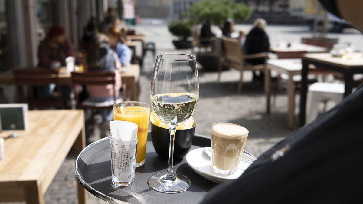 Ab Montag dürfen Gastronomen in einigen Landkreisen wieder Gäste im Freien bewirten.