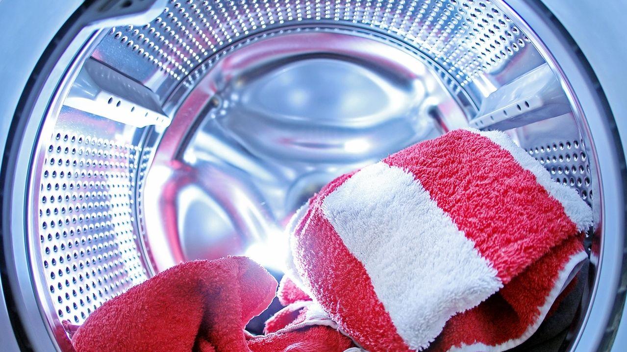 Gefährliche Keime können über Waschmaschinen verbreitet werden.
