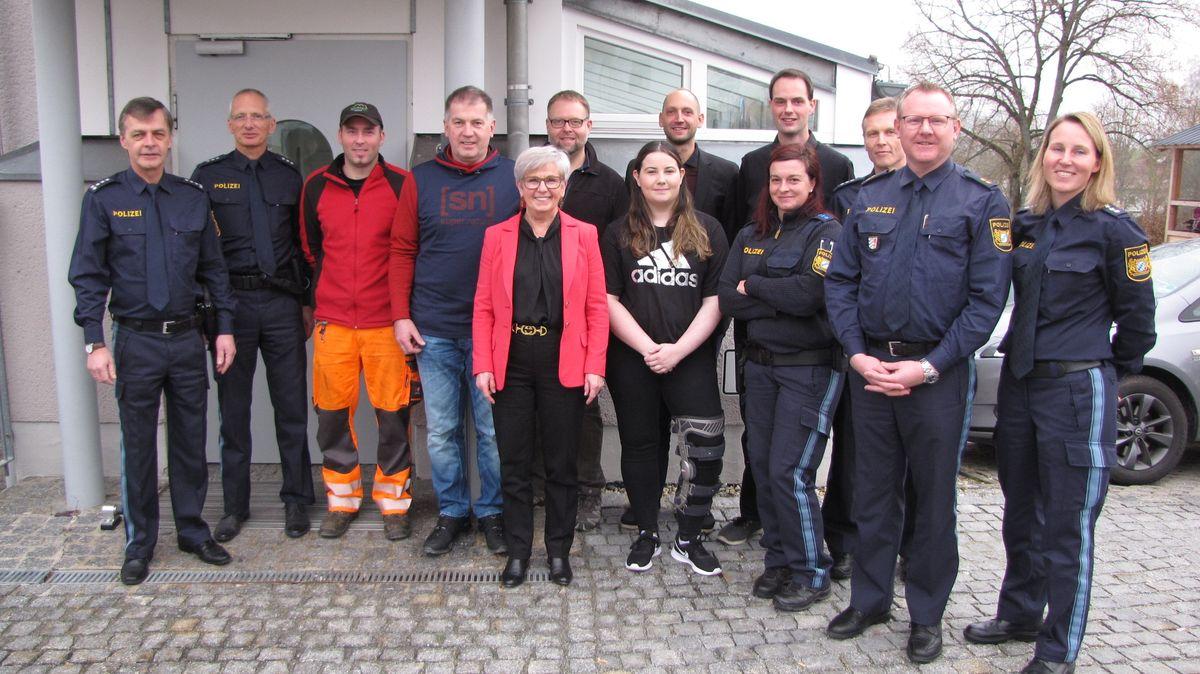 Die Teilnehmer: Bundesweites Unfallpräventionsprojekt P.A.R.T.Y. soll in Viechtach erstmals auf der Fläche starten.