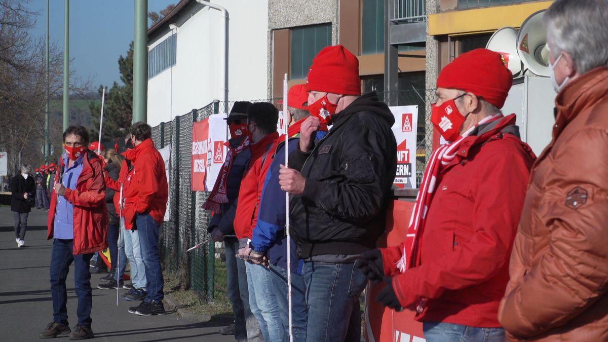 Kundgebung der IG Metall vor dem Werksgelände der Gea-Brewery-Systems in Kitzingen