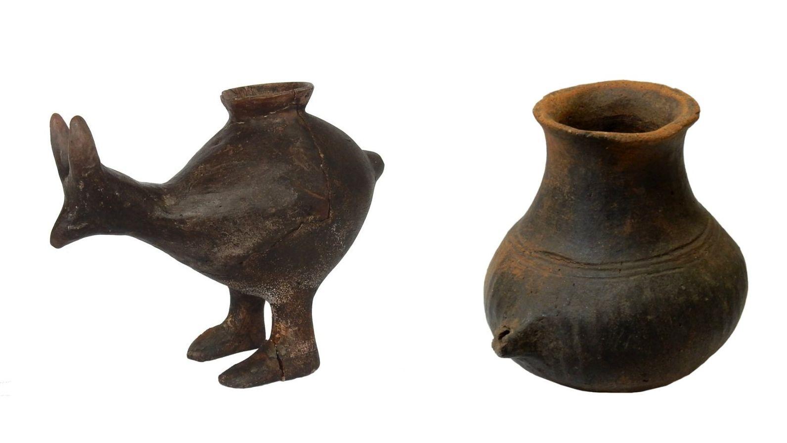 Auswahl an Fütterungsgefäßen der späten Bronzezeit. Die Schiffe kommen aus Wien, Oberleis, Vösendorf und Franzhausen-Kokoron (von links nach rechts), datiert auf 1200- 800 v. Chr.