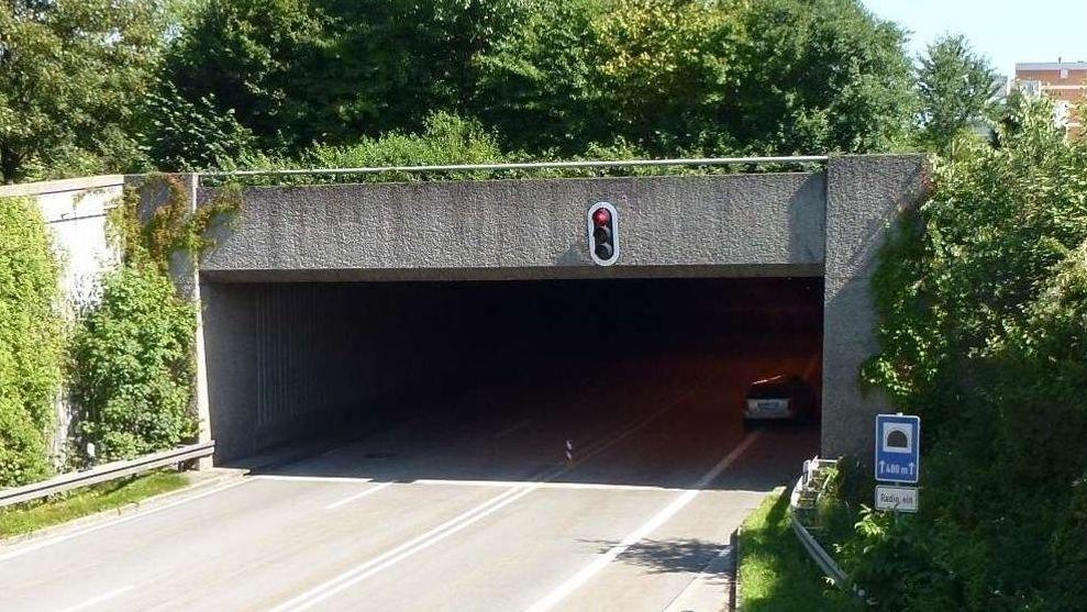 Die Einfahrt eines B11-Tunnels in Deggendorf