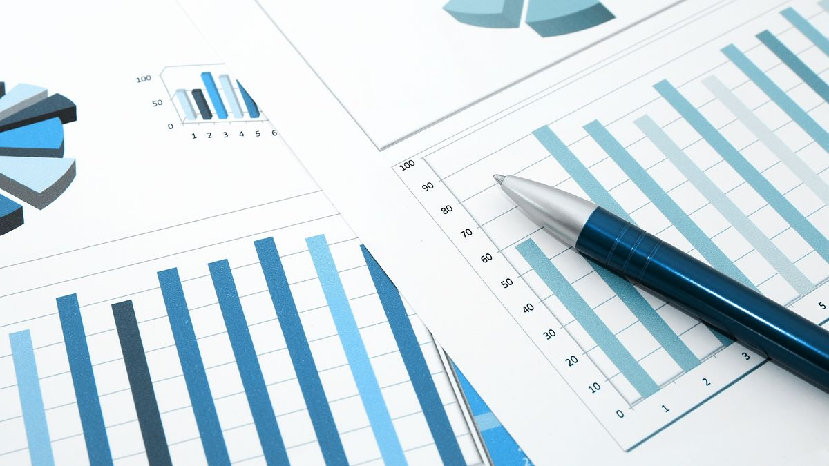 Symbolbild: Verschiedene Statistik Grafiken auf einem Tisch.