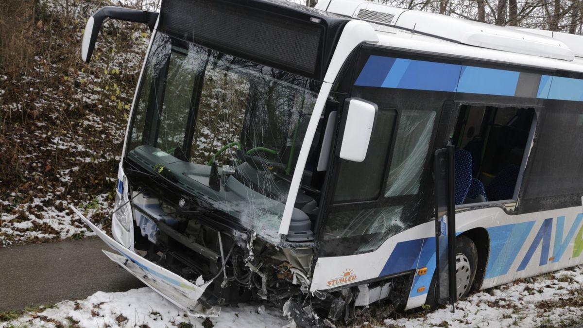 Schwerer Unfall mit Linienbus bei Bobingen