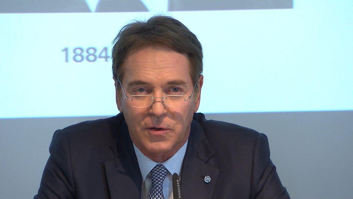 Michael Stoschek bei einer Pressekonferenz.
