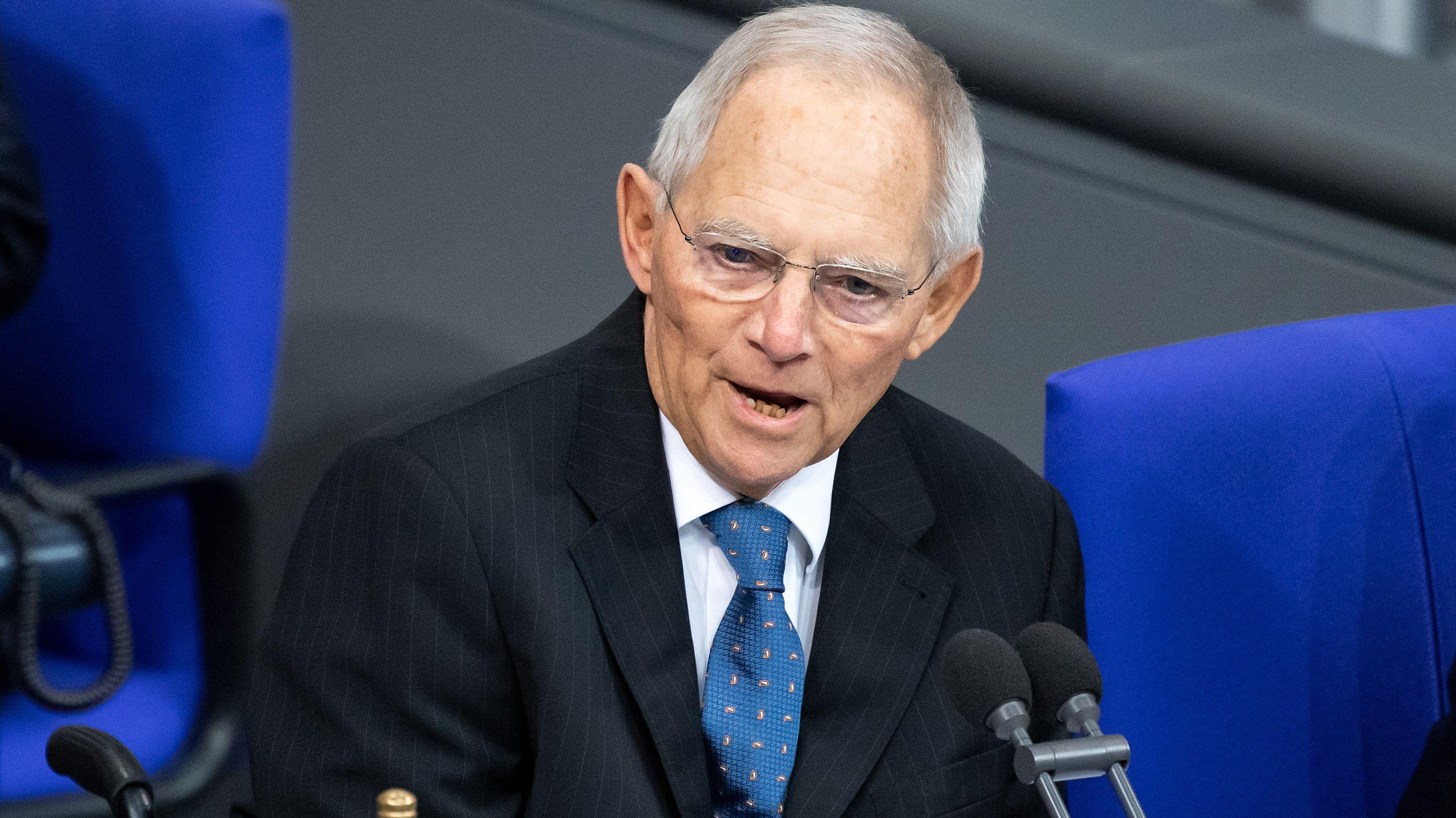 Bundestagspräsident Wolfgang Schäuble (CDU) eröffnet die Plenarsitzung im Deutschen Bundestag. (Archivbild)