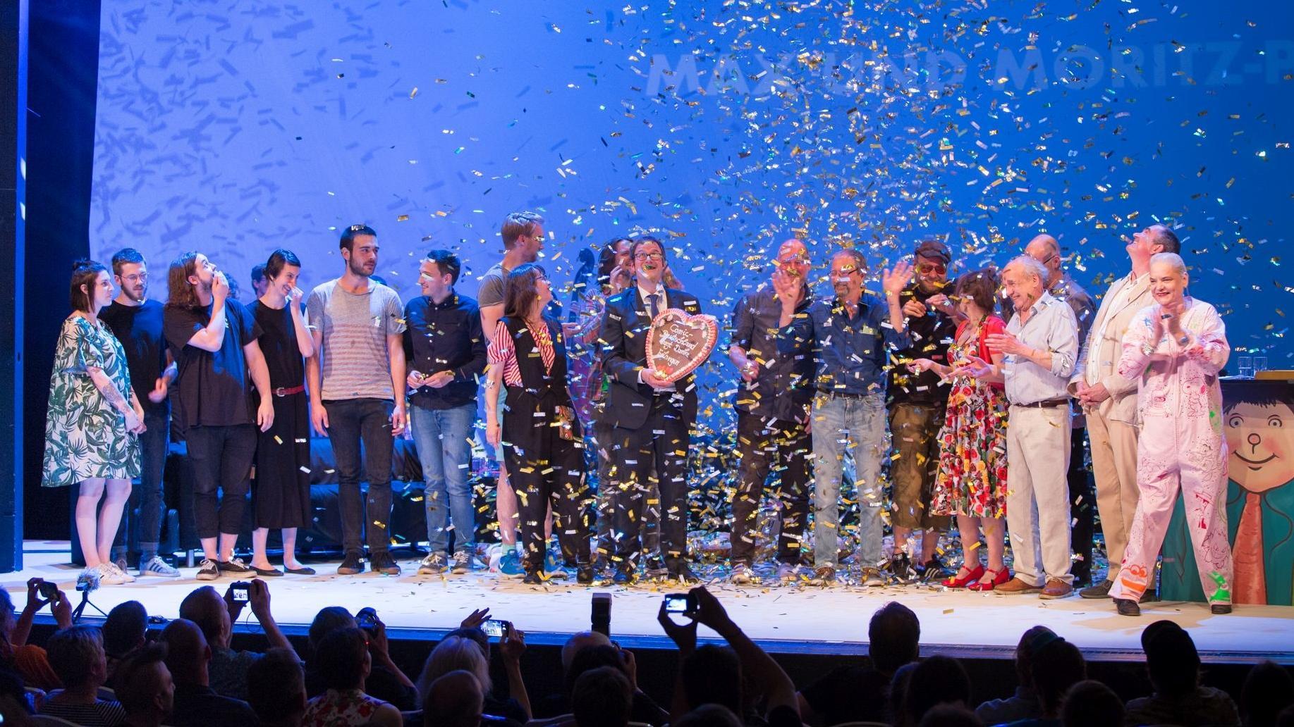 Die Preisträger des Max und Moritz-Preises bei der Gala in Erlangen. Ihre Werke werden nun im Erika-Fuchs-Haus in Schwarzenbach gezeigt.
